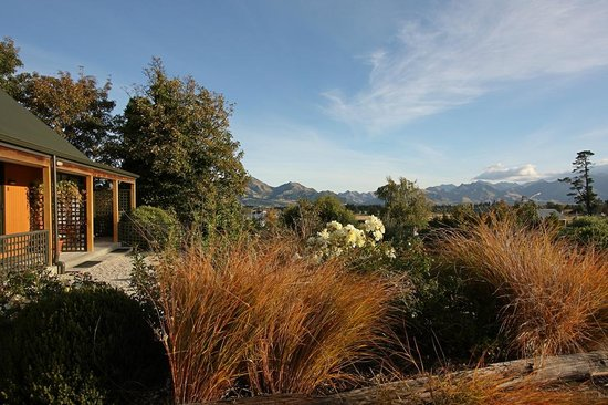 Alpine Garden Motel: Garden Views
