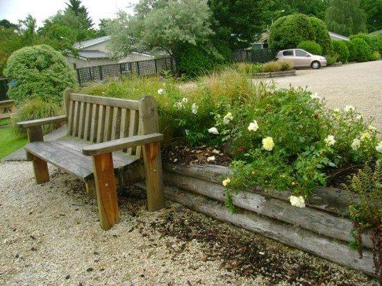 Alpine Garden Motel: Garden Area