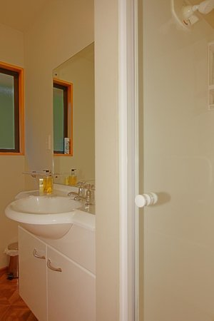 Alpine Garden Motel: Studio Spa unit Bathroom