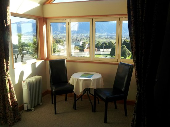 Nikau Lodge: In room dining area (If you wish)