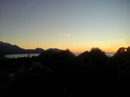Nikau Lodge: Sunrise