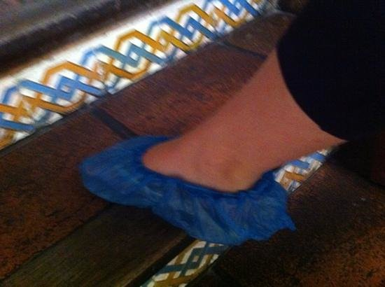 Aire de Sevilla : plastic slippers to cover your shoes on 1st floor