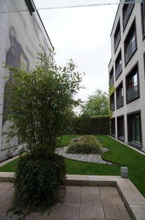 east Design Hotel Hamburg : hotel outdoor area
