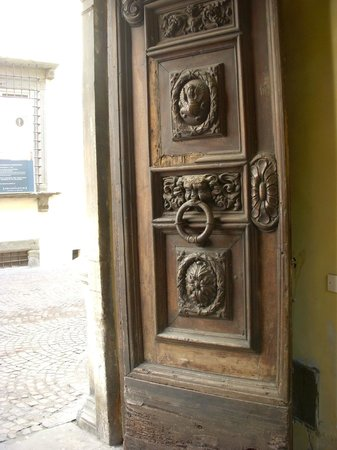 A Palazzo Busdraghi, Residenza d'Epoca: Outside door to street