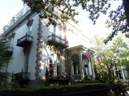 Hamilton-Turner Inn: The Inn in the daytime.