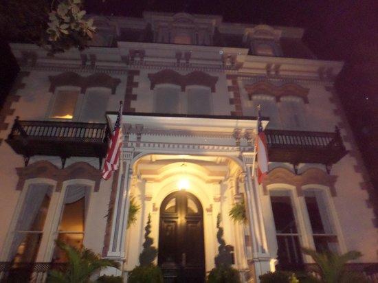 Hamilton-Turner Inn: The Inn at night.