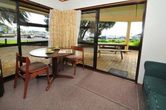 Half Moon Bay Marina Motel: classic studio with marina view