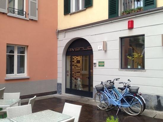 Avenue Hotel: outside / entrance