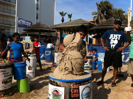Sandcastle Lessons : The chance to bash a pro's castle doesn't come along very often