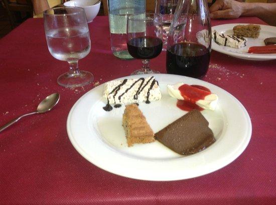 Il Monarca: The 4 desserts. Magnifico!