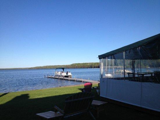 Douglas Lake Bar & Steakhouse: MId summer it's outside dinning for certain!!!