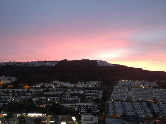 Carlota Apartments : Sunset