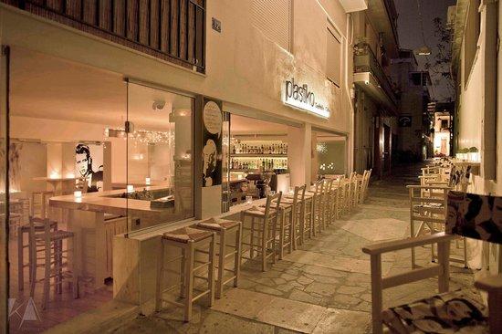 Plastiko Cocktails Cafe