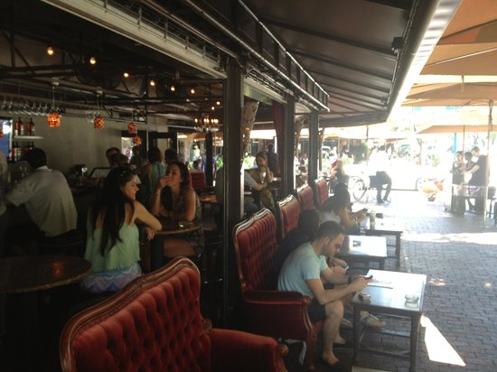 Greenstreet Cafe: Outside bar seating