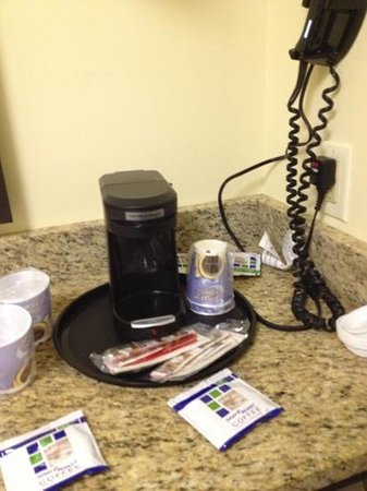 Holiday Inn Express & Suites: Coffee pot!