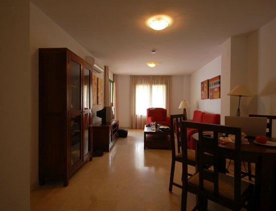 Pueblo El Goleto Aparthotel: one of two rooms