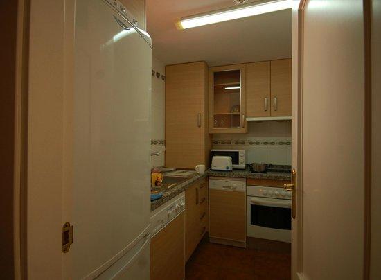 Pueblo El Goleto Aparthotel: a kitchen