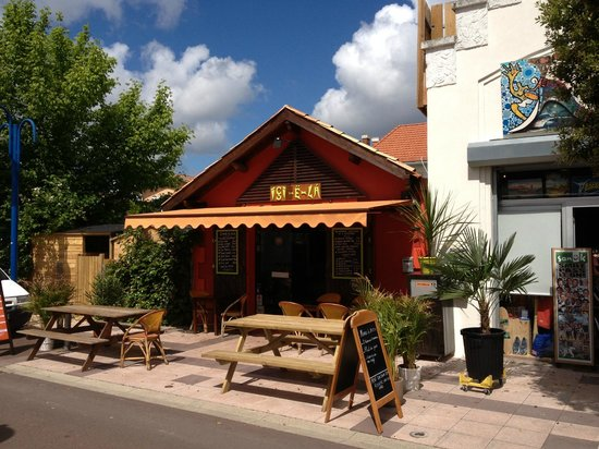Ici - ë - Là : facade au soleil