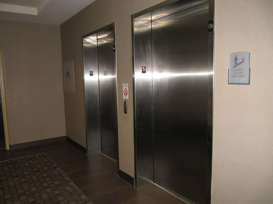 Cambria Hotel & Suites: elevators