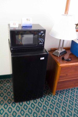 Best Western Colorado River Inn : Microwave - Fridge