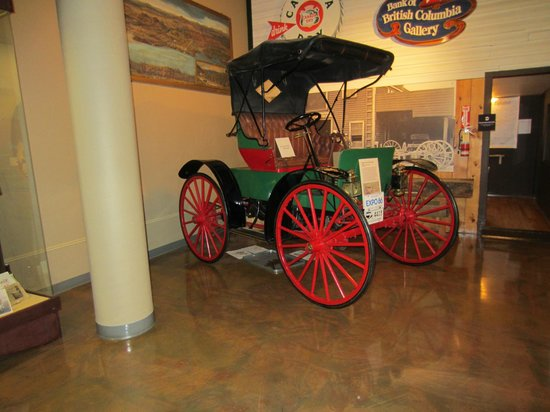 Okanagan Heritage Museum: old carriage