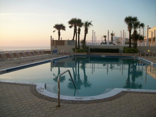 Holiday Inn & Suites Daytona Beach on the Ocean: Pool