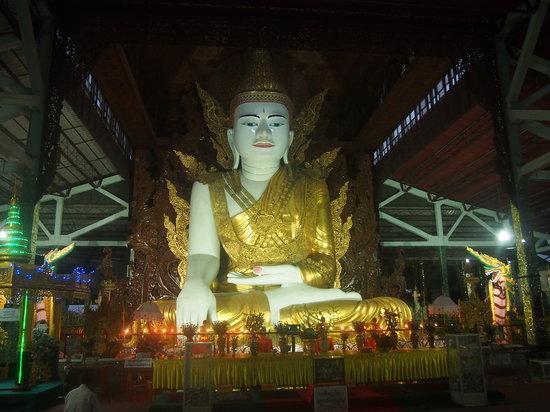 Nga Htat Gyi Pagoda: Buddha