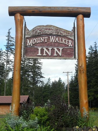 Quilcene, WA: This sign caught our eye as we drove into town.