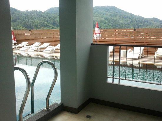 Casa Del M, Patong Beach: pool access is great