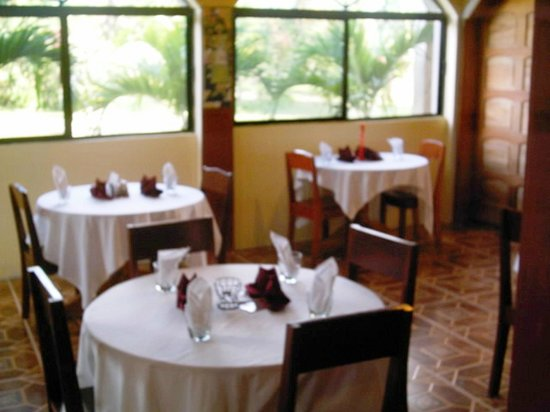 Arch Seafood Restaurant: enjoy the setting the food and the beverages