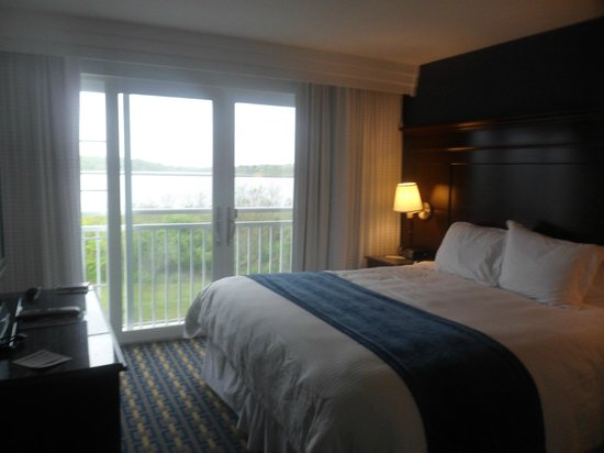 Newport Beach Hotel and Suites: bedroom