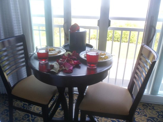 Newport Beach Hotel and Suites: breakfast