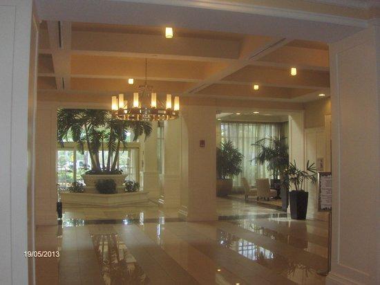 Hilton Garden Inn Palm Beach Gardens: Hotel lobby