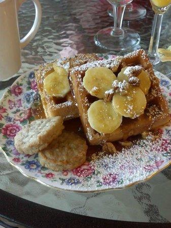 Fairbanks House: Banana's Foster Waffles