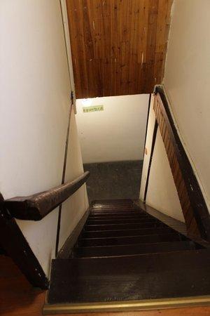 Yishui Lanting International Youth Hostel : stairs