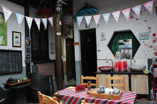 Yishui Lanting International Youth Hostel : public area