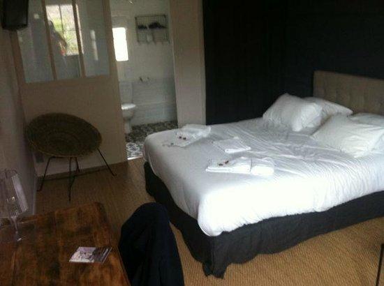 Hotel L'île ô Château : Lovely bedroom