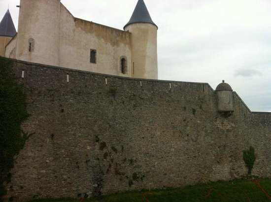 Hotel L'ile o Chateau: Noirmoutier castle, viewed from room's terrace
