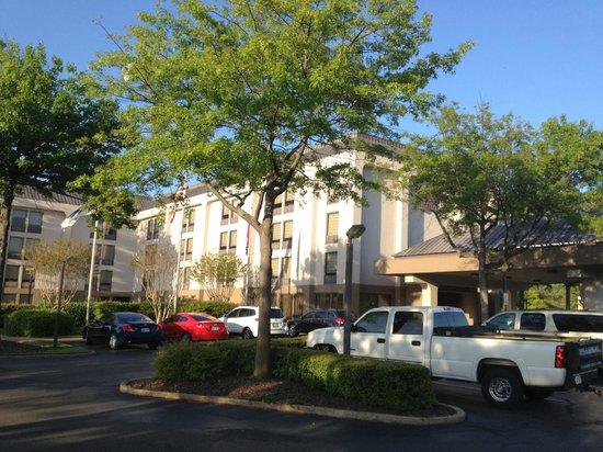 Hampton Inn Memphis-Poplar: Exterior view
