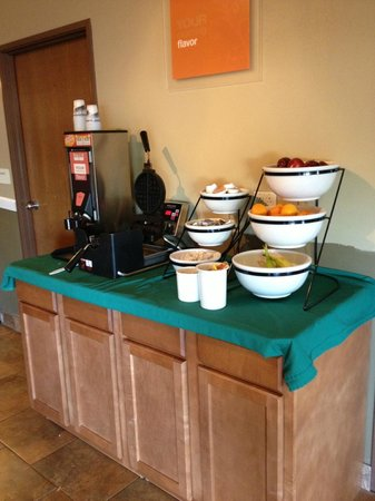 Quality Inn & Conference Center: Continental Breakfast
