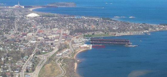 Hampton Inn Marquette/Waterfront: Taken from Aero Commander N9UB
