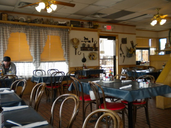 Homestead Steak House: pioneer decor