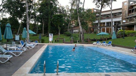Gran Hotel Tourbillon: Vista desde el parque / piscina