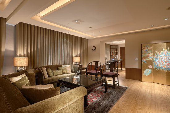 Sheraton Suite Chinese Theme - Living Room - Picture of Sheraton ...