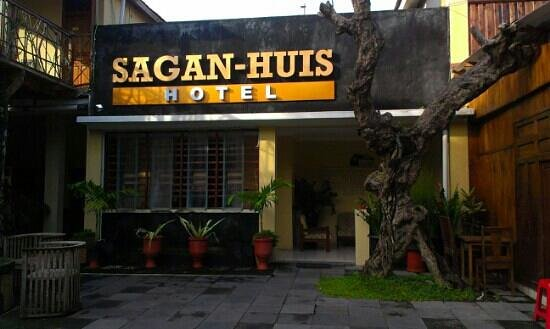 Sagan Huis Hotel Tampak Depan