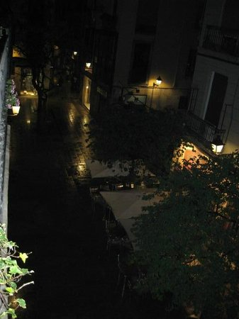 Casa Marcelo Barcelona: Night View from Balcony Room