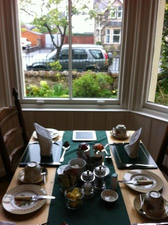 Neidpath Bed & Breakfast: Breakfast table