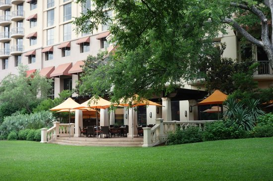 Four Seasons Hotel Austin Outdoor Dining