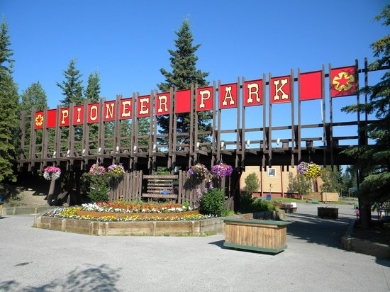 The entrance to Pioneer Park