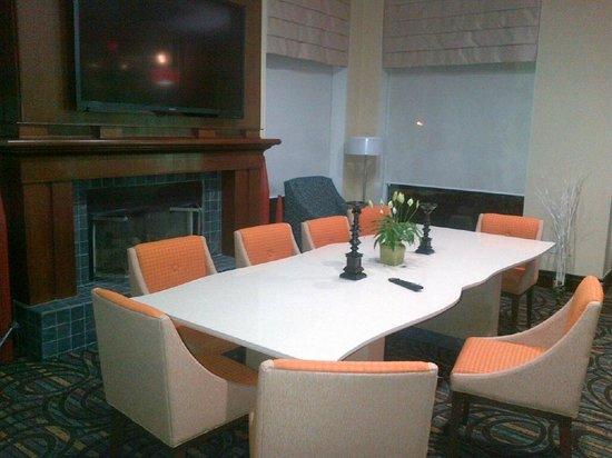 Hilton Garden Inn Toronto/Oakville: Lobby 3